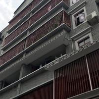 仿古商業街窗戶鋁花格-木紋鋁窗花-廠家直銷
