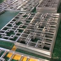 街道改造仿木铝合金窗花格定制供应厂