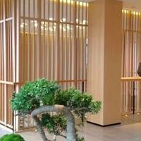 售楼中心装饰木纹铝屏风