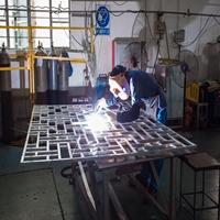 冰裂纹木色铝花格好手艺制作厂家