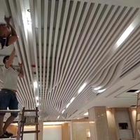 梧州东高铁站公共场所幕墙造型木纹铝方通