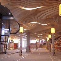 餐厅装饰木纹弧形铝方通_弧形铝方通吊顶