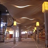 木纹弧形铝方通吊顶_室内装饰弧形铝方通