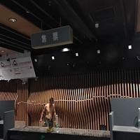 电影院木纹弧形铝方通_造型木纹铝方通吊顶