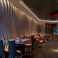 木纹弧形铝方通_自助餐厅装饰造型方通