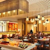餐厅装饰弧形木纹铝方通_弧形铝方通厂家
