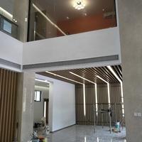 造型木紋弧形鋁方通吊頂_教學樓幕墻鋁方通