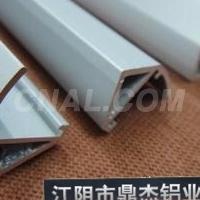 CNC精加工新能源汽车导轨铝型材