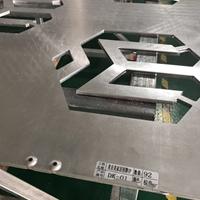美宜美家居招牌雕刻'M字母'铝单板加工厂