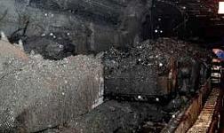 阿提瓦居民步行到旗杆宫,反对铝土矿开采